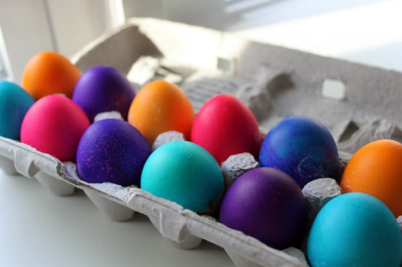 10 creative ways to dye and decorative Easter eggs - Love Stitched