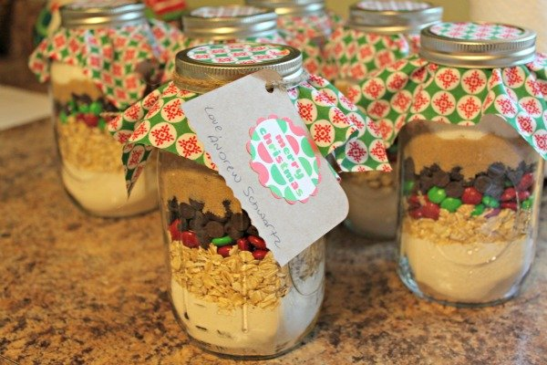 Give A Homemade Gift – Cookies In A Jar