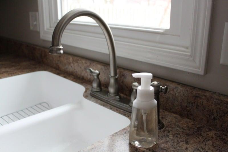DIY All Natural Foaming Handsoap