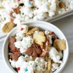 Heading to a 4th of July picnic this weekend and don't know what to bring? How about this 4th of July snack mix?! It's sweet and salty and guaranteed to please everyone! Especially the kids!