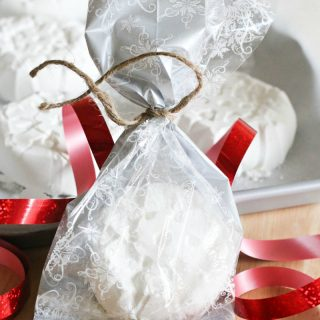 How to Make Snowflake Bath Bombs