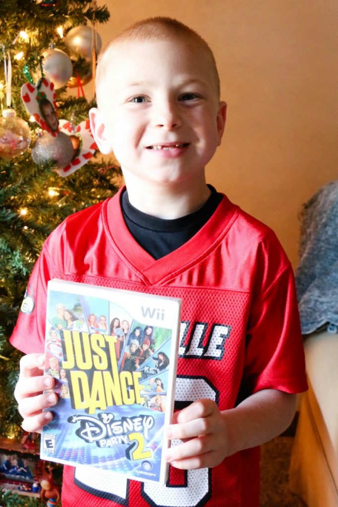 Right on time for the holidays – the perfect family activity, Just Dance: Disney 2 now available for all motion-control gaming platforms, including Xbox One, Xbox 360, PlayStation 4, PlayStation 3, Wii U and Wii.