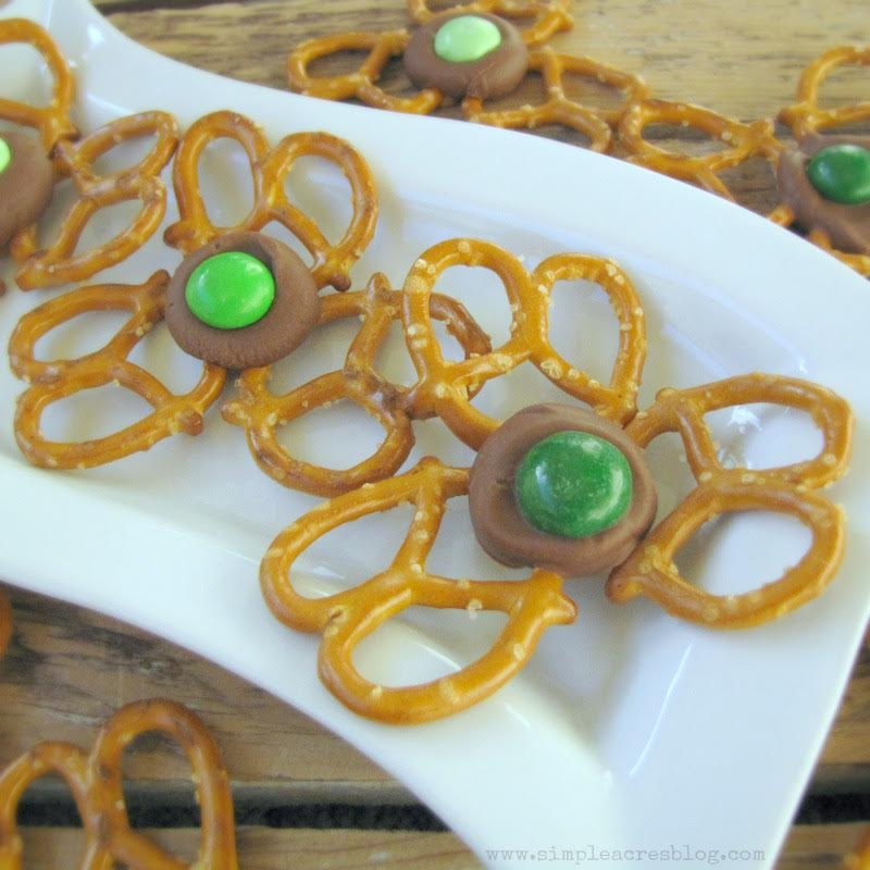 These St.Patrick's Day Shamrock Treats are mouthwatering and delicious, Pinterest impressive, and SIMPLE and FAST1 Get the DIY on All Things Mamma!