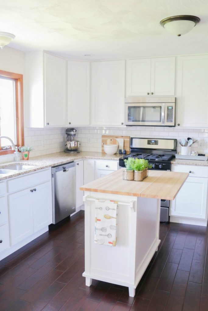 How To Line Your Kitchen Cabinets Easily- All Things Mamma