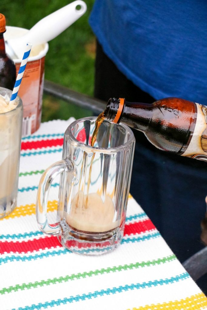 Summer is all about making memories and a great way to do that is with traditions like A&W Root Beer Floats! Check out this easy way to make this treat!