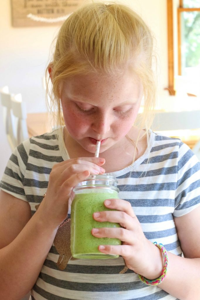 This quick and easy to make Green Goddess Smoothie is packed full of good-for-you superfoods and easy to make in no time!