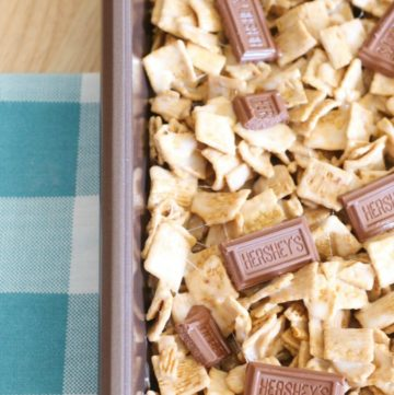 S'Mores Bars made with only 4-ingredients - Golden Grahams cereal, Hershey chocolate bars, marshmallows, and butter! It's the EASIEST no-bake dessert bar recipe ever!