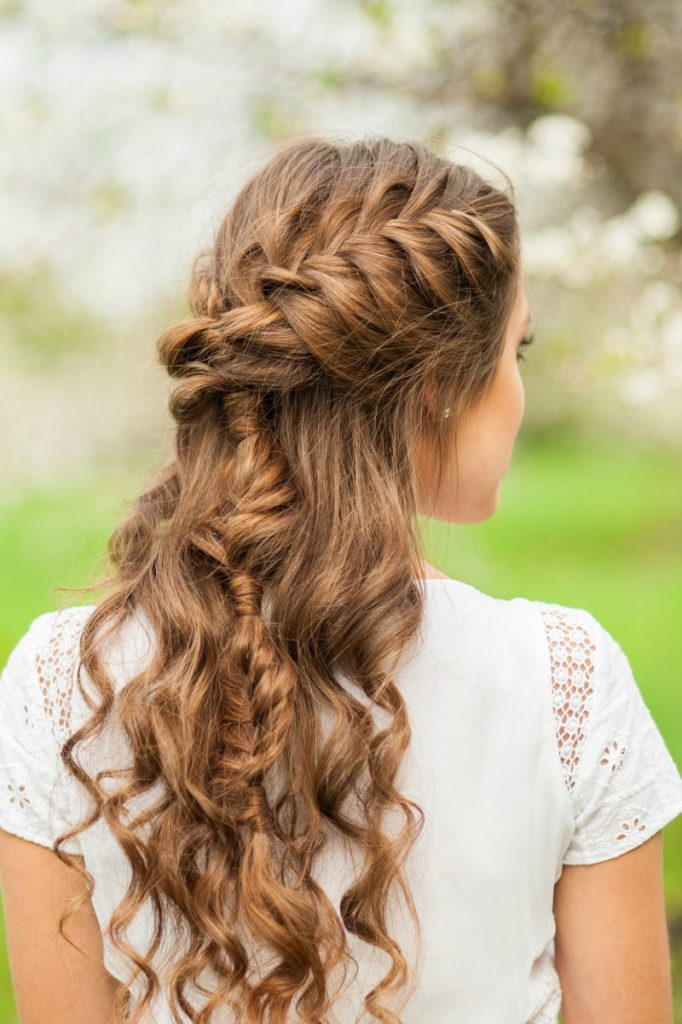 Check out these  5 Easy Tips for Healthy Hair! Simple steps to take to have great looking hair!