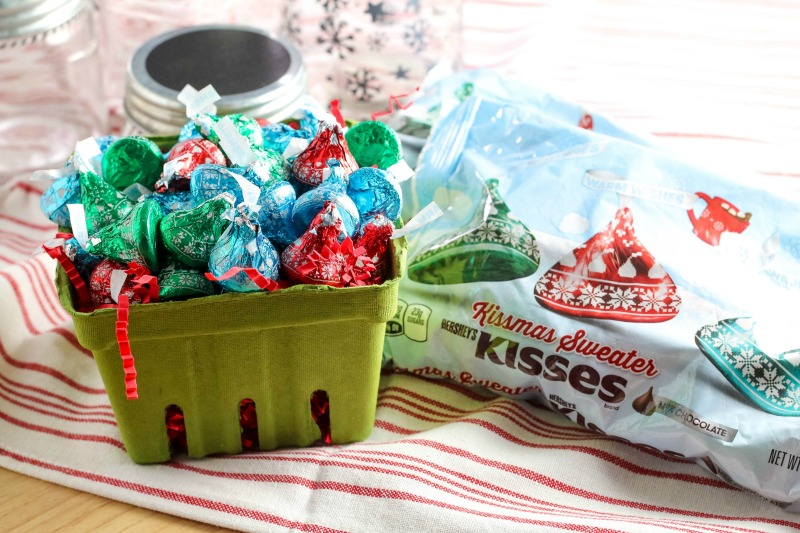 Make these adorable Merry Kissmas Gift Jars to give to those that mean a lot to you this holiday season!