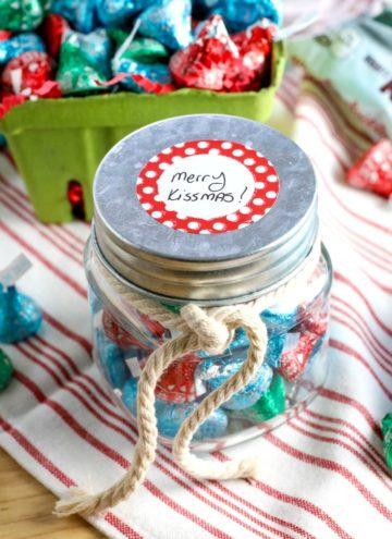 How to Make Merry Kissmas Gift Jars