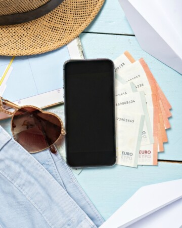 From organizing your to-do list and meal plan to your emails and coupons - there's an app for that! Check out The 5 Best Apps to Simplify Your Life!