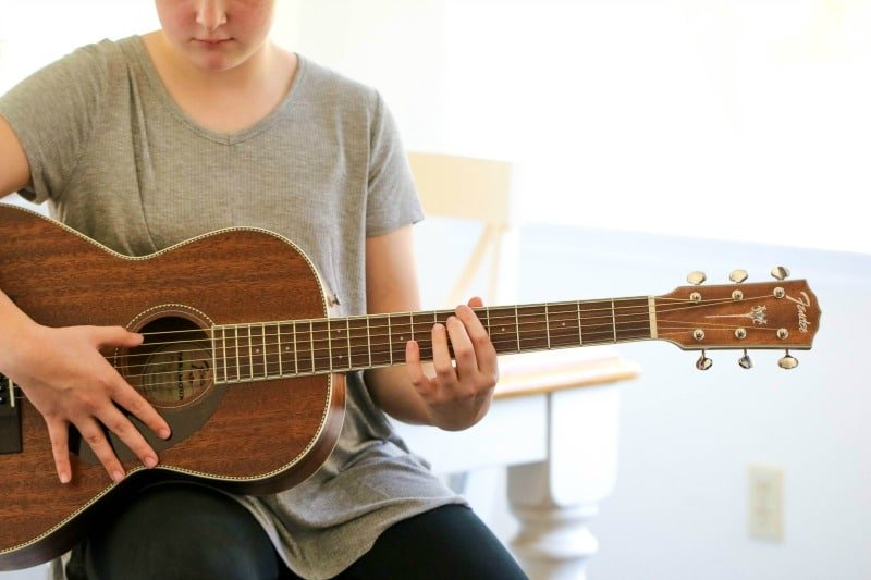 Learn to Play Guitar Easily