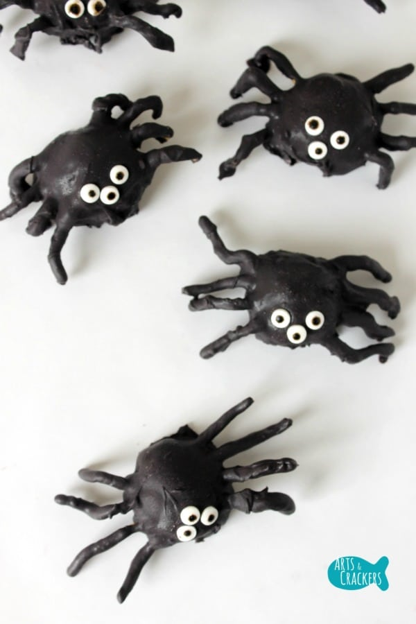 Easy Halloween Treats - Spider Cookie Balls