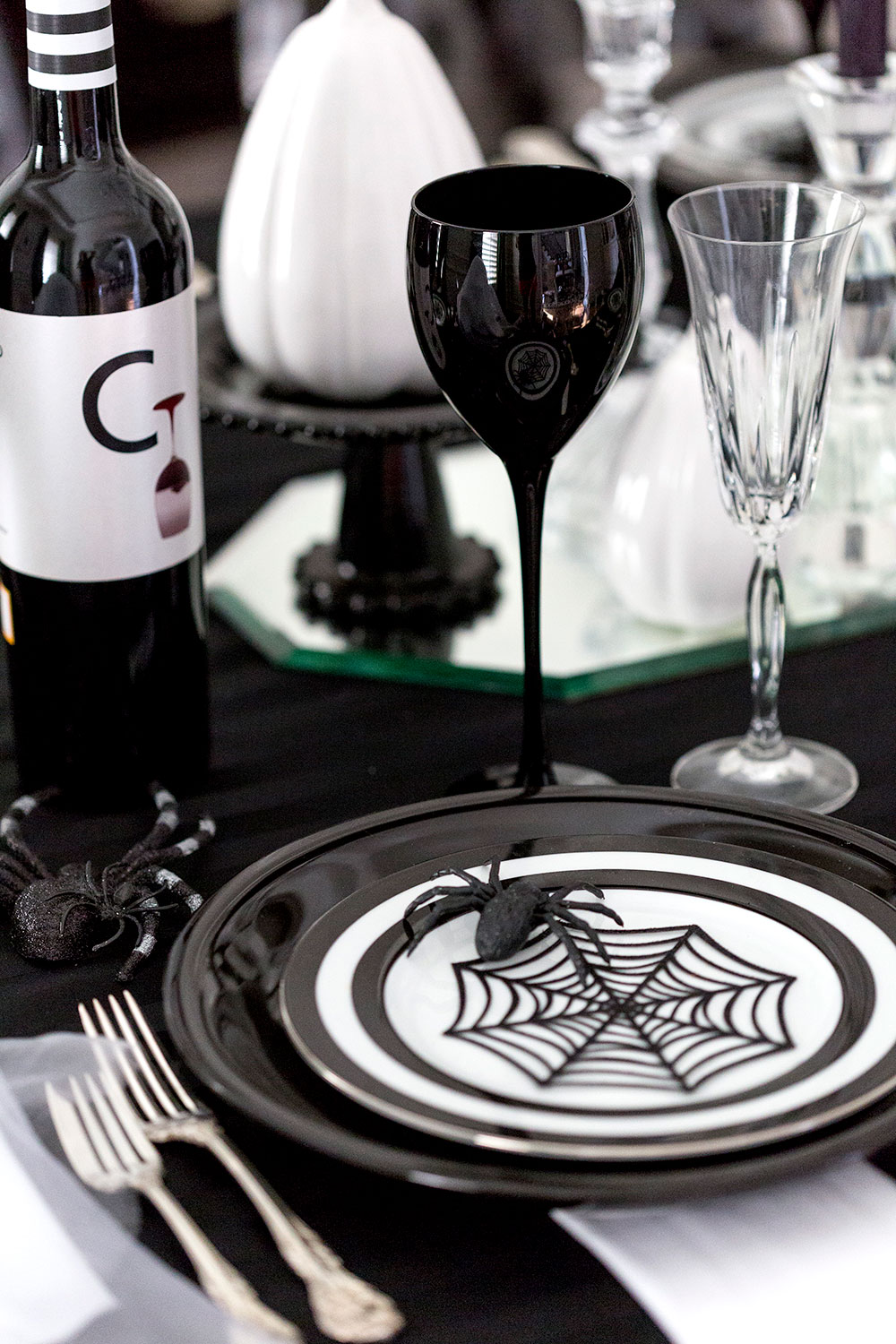 Halloween Guide - Halloween Dinner Party Idea