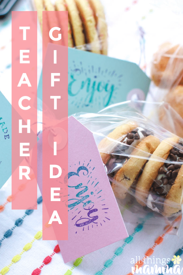 To help ease teachers back into the back to school transition, how about giving them something sweet to start their year off right like this Teacher Appreciation Back To School Gift Idea!