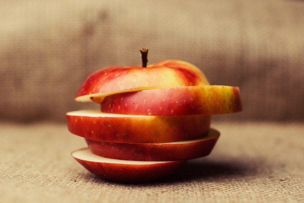 Apple slices hacks for keeping them fresh